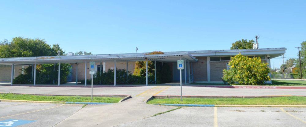 401 W BYRD exterior